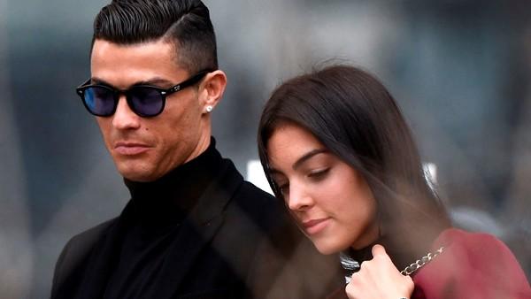 Cristiano Ronaldo invierte en implantes de pelo y puso a su mujer argentina al frente del negocio