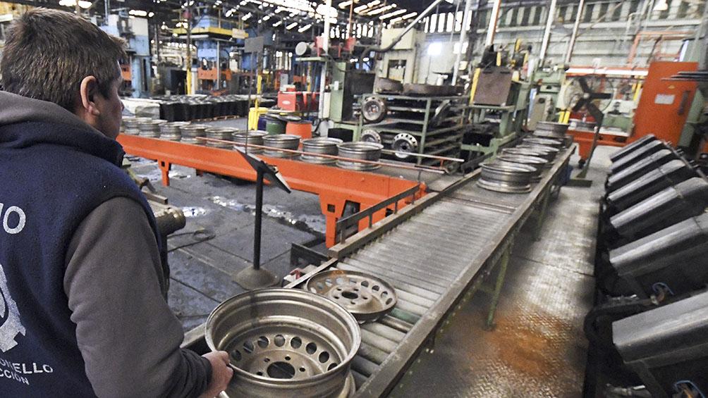 La actividad económica cayó 5,9% en enero, según una consultora