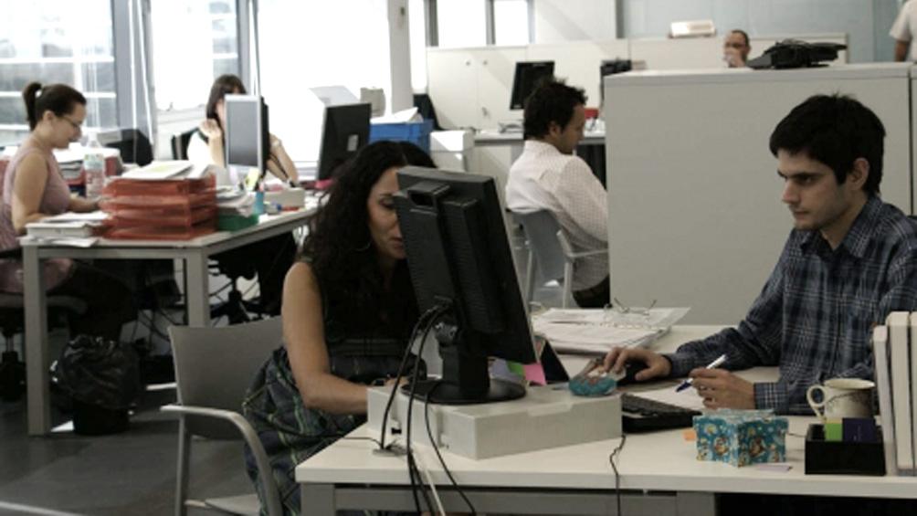 El empleo registrado sumó 12.112.800 trabajadores y se redujo 1,4% interanual en junio