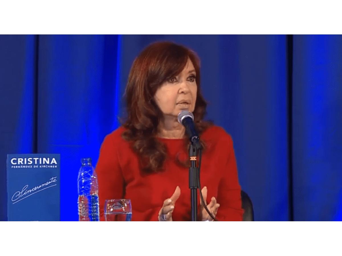 """Cristina contra Macri: """"Perdimos cuatro años"""""""