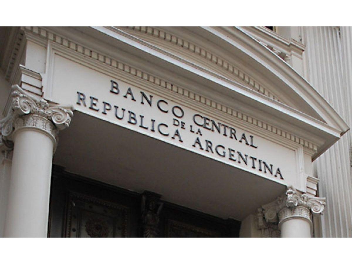 En un cierre de mes negro, el BCRA perdió ayer casi US$2000 millones de reservas