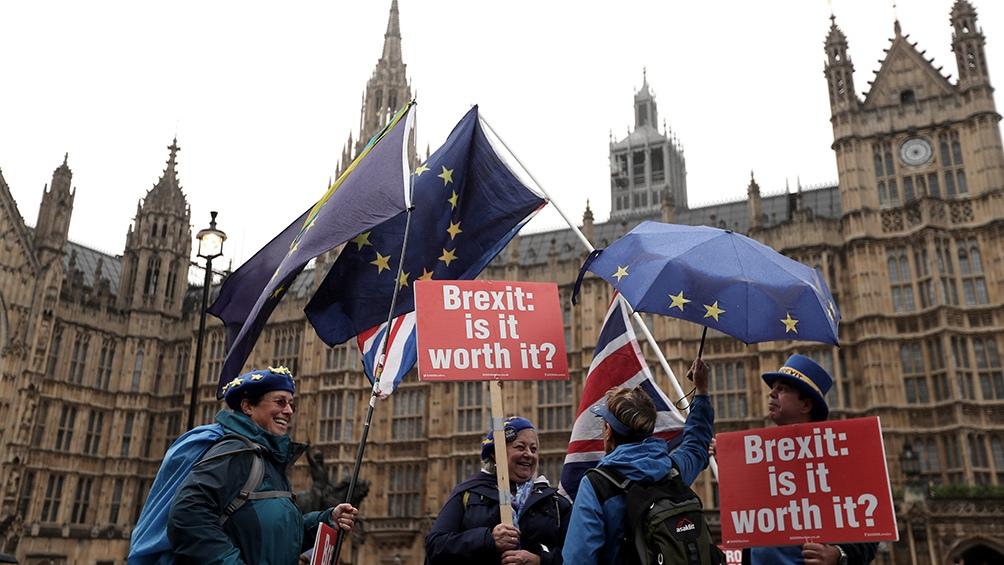 Reino Unido: Miles de personas protestan contra la suspensión del Parlamento