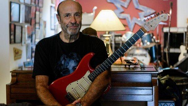Héctor Starc: visita guiada a la casa de los tesoros del rock argentino