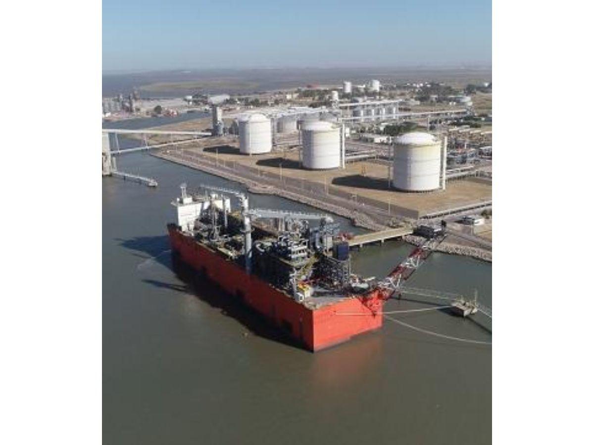 YPF concretó una nueva venta de gas licuado para exportación
