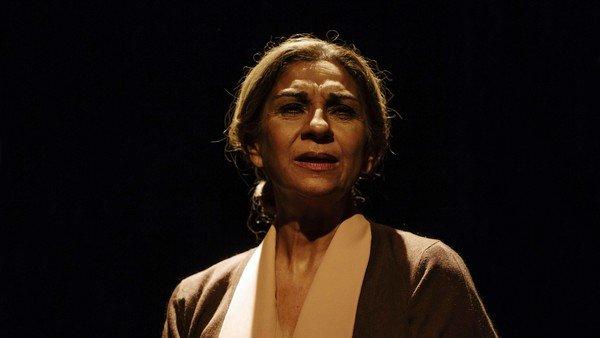 """""""Tengo que suspender"""": Lolita Flores tuvo que bajarse del escenario en plena función"""