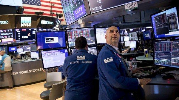 mientras-caen-los-bonos-y-las-acciones,-el-riesgo-pais-vuelve-a-subir-y-se-ubica-en-1522-puntos-basicos