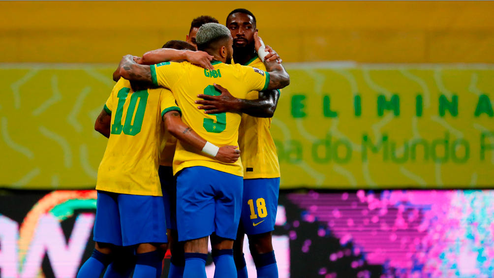 brasil-mostro-su-mejor-cara-como-local-ante-peru-y-sigue-en-lo-mas-alto-de-la-tabla