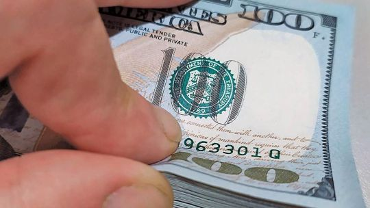 el-dolar-blue-no-varia,-pero-se-mantiene-cerca-de-su-valor-maximo-anual