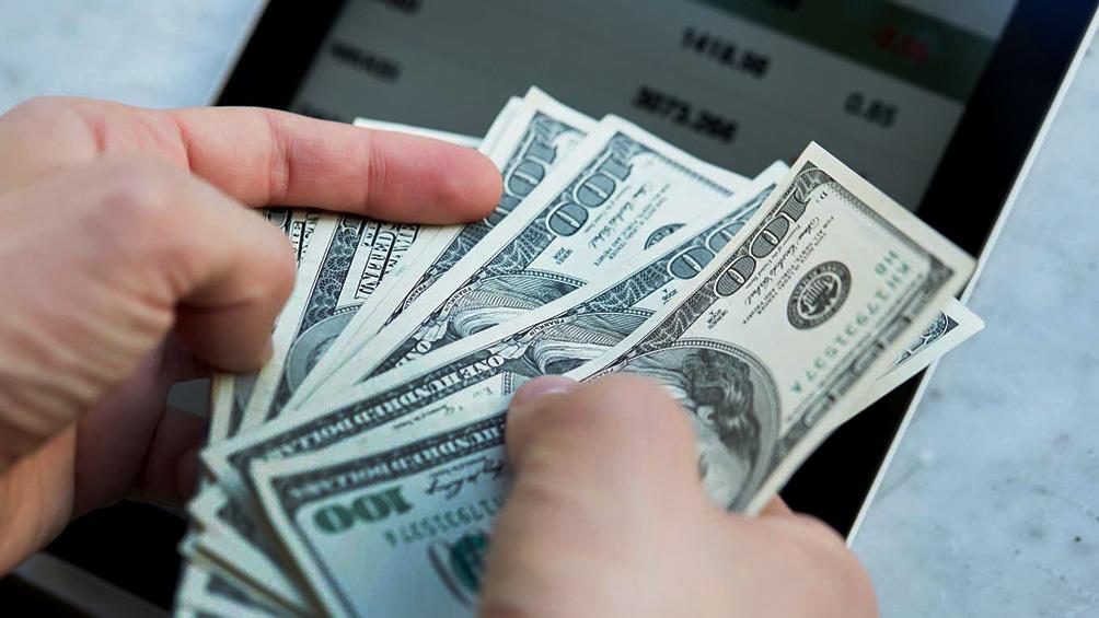 el-dolar-opero-estable-y-bajo-control-del-bcra-en-la-previa-de-las-paso
